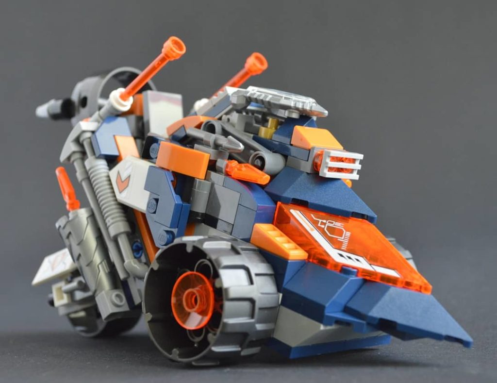 futuristic nexo knights vehicle